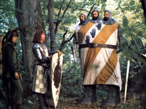 """Kadras is filmo """"Monty Python ir Šventasis Gralis"""""""