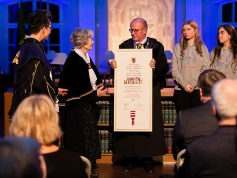 Ingridai Korsakaitei teikiamas garbės daktaro diplomas