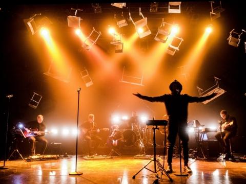 "Scena iš spektaklio–koncerto ""Neišmoktos pamokos"". D. Matvejevo nuotr."