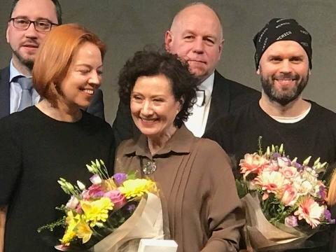 """Nelė Savičenko pelnė festivalio """"Vaidiname žemdirbiams"""" apdovanojimą už geriausią moters vaidmenį. Organizatorių nuotr."""
