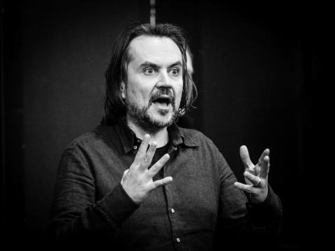 """Oskaras Koršunovas spektaklio """"Tartiufas"""" repeticijoje. T. Ivanausko nuotr."""