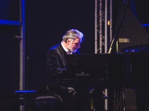 """Petro Geniušo fortepijoninės muzikos koncertas """"Juodais Baltais"""". M. Endriuškos nuotr."""