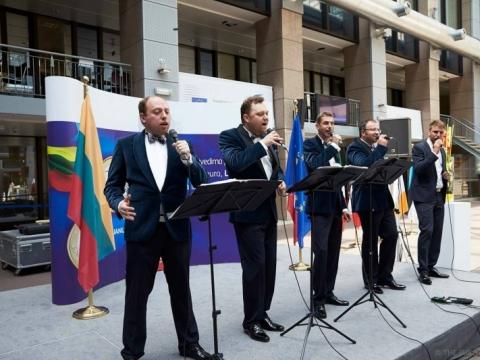 """Quorum"" koncertuoja euro įvedimo proga"