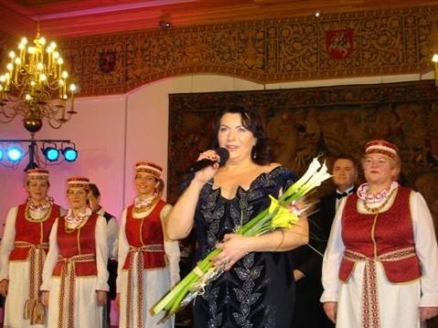 """Juzukonytė ir ansamblis """"Dainava"""". Nuotrauka iš asmeninio archyvo"""