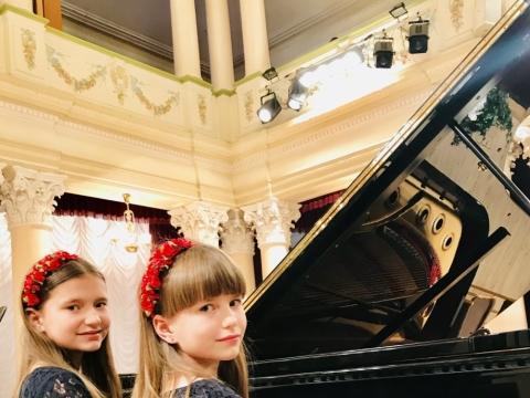 Seserų Kašubaičių fortepijonins duetas. Asmeninio archyvo nuotr.
