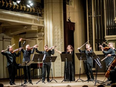 Sergejus Krylovas ir Lietuvos kamerinio orkestro grupė. D. Matvejevo nuotr.