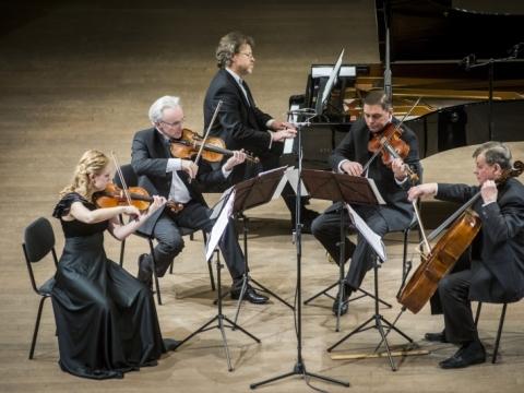 Valstybinis Vilniaus kvartetas ir pianistas Rokas Zubovas. D. Matvejevo nuotr.