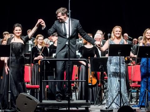Viktorija Miškūnaitė, Modestas Pitrėnas, Anastasia Lebedyantseva, Gunta Gelgotė ir Lietuvos nacionalinis simfoninis orkestras. D. Matvejevo nuotr.