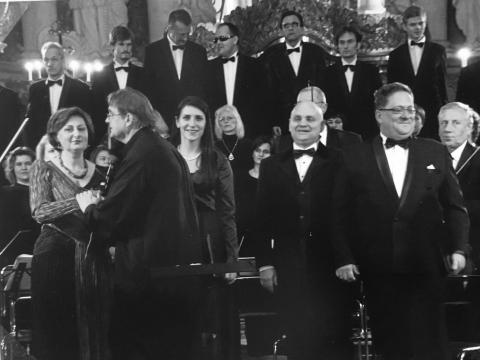"""Choras """"Vilnius"""", Lietuvos kamerinis orkestras. Priekyje iš kairės: Asta Krikščiūnaitė, Povilas Gylys, Ieva Prudnikovaitė, Algirdas Janutas, Vladas Bagdonas. Asmeninio archyvo nuotr."""