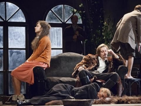"""Scena iš spektaklio """"Vyšnių sodas"""". D. Stankevičiaus nuotr."""