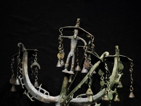 Antgalis su vyriausio skitų dievo Papajaus figūrėle. IV a. pr. Kr. Skitų kultūra. Nikopolis, Dniepropetrovsko sr. T. Kapočiaus nuotr.