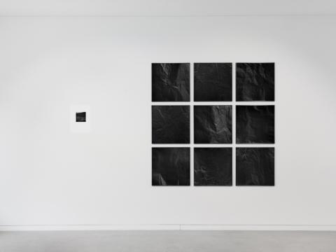 """Geistė Marija Kinčinaitytė, Louise Oates, """"Gyliai, pjūviai, grūdėtumas"""", parodos vaizdas. 2018 m. L. Oates nuotr."""