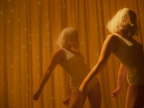 """Scena iš šokio spektaklio """"Banana dream"""". """"B&B"""" nuotr."""