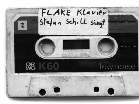 """Flake'o kasetė. Šiandien """"Rammstein"""" grupės klavišininkas, anuomet """"Feeling B"""" grupės ir daugelio kitų projektų dalyvis."""