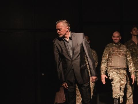 """Darius Meškauskas spektaklyje """"Antigonė"""". """"Kemel Photography""""."""