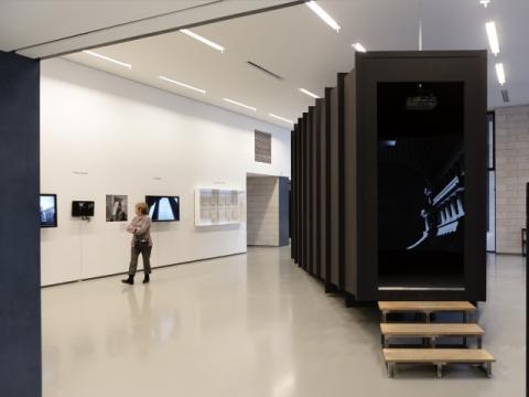 """Parodos """"Juzeliūno kabinetas"""" ekspozicijos fragmentas. T. Kapočiaus nuotr."""