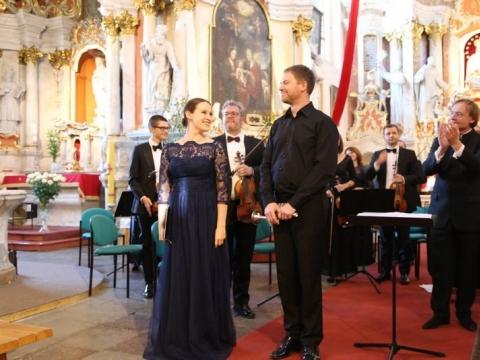 Lina Dambrauskaitė, Laurynas Lapė, Robertas Šervenija ir Lietuvos kamerinis orkestras. Organizatorių nuotr.