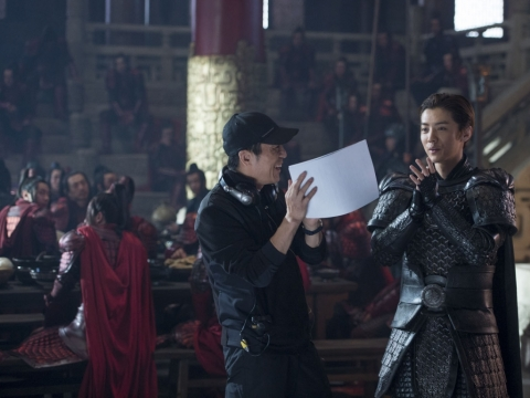 """Zhang Yimou filmuojant """"Didžiąją sieną"""""""