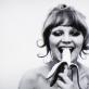 """Natalia LL, """"Vartotojiškas menas"""", kadras iš videodarbo. 1972 m. Galerijos """"Meno parkas"""" nuotr."""
