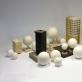 """Rūta Šipalytė """"Keliaujantys namai"""". 2017 m., akmens masė, porcelianas, baltas molis, glazūros. Autorės nuotr."""