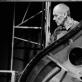 """Eimuntas Nekrošius per festivalį """"Life"""" repetuoja spektaklį """"Meilė ir mirtis Veronoje"""" (1996). D. Matvejevo nuotrauka iš parodos """"Nekrošiaus teatras: abipus uždangos"""""""