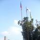 Gatvės menininko 209 iškeltos vėliavos prie Lofto. 2016 m. A. Fominaitės nuotr.