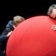 """Scena iš spektaklio """"Raudonas kamuolys"""". D. Matvejevo nuotr."""