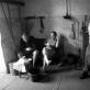 """Richard Schofield, """"Back to Shul"""". 2017 m. 6 diena —— Sekmadienis, rugpjūčio 6 d. —— 11.23 Kertu buvusią Žagarės turgaus aikštę, kur 1941-ųjų spalio 2-ąją """"sunkiai"""" darbavosi SS Einsatzgruppen kariai ir jiems talkinantys vietiniai kolaborantai. Tą ketvirtadienį Žagarėje jie nužudė 2000 žydų. Vyrų, moterų, vaikų. Buvusiame Kloyz sutinku gaisrininkus, dabar čia gaisrinė. Vyrai geria arbatą. Nufotografuoju gaisrines mašinas, kurios stovi buvusioje vyrų maldos salėje."""
