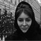 """Aleksandra Jacovskytė, """"Nora Grigalavičiūtė Lenino (dab. Gedimino) prospekte"""". 1964 m. Iš Aleksandros Jacovskytės fotografijų albumo """"Vilniaus veidai 1964 – 1993"""". 2014 m."""