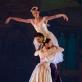 """Olga Konošenko, Jonas Laucius ir Viltė Lauciūtė scenoje iš baleto """"Silfidė"""". M. Aleksos nuotr."""