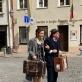 """Jūratė Širvytė-Rukštelė ir Adrianas Schvarzsteinas gatvės teatro pasirodyme """"Arrived"""". Organizatorių nuotr."""