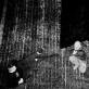 """Eimuntas Nekrošius repetuoja spektaklį """"Hamletas"""" (1997). D. Matvejevo nuotrauka iš parodos """"Nekrošiaus teatras: abipus uždangos"""""""
