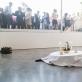 """Miet Warlop,  performanso """"Vaizdas"""" fragmentas"""". 2013 m. M. Blower nuotr. Autoriaus ir """"Lisson"""" galerijos nuosavybė"""
