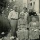 Prie namo Šv. Zitos g. Panevėžyje. Iš kairės: (stovi) Pranas Viržonis, Elena Viržonytė, kunigas Antanas Gobis, Konstancija Viržonytė, (sėdi) Marija Galiauskaitė, Gabrielė Petkevičaitė-Bitė, Elžbieta Viržonienė ir Juozas Viržonis. Apie 1939 m. R. Viržonytės ir R. Aleknaitė-Bieliauskienės archyvo nuotr.