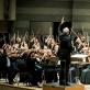Gintaras Rinkevičius diriguoja Lietuvos valstybinio, Latvijos nacionalinio ir Liepojos simfoninio stygininkų orketrui. D. Matvejevo nuotr.