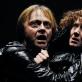 """Darius Meškauskas (Hamletas) ir Nelė Savičenko (Gertrūda) spektaklyje """"Hamletas"""". D. Matvejevo nuotr."""
