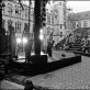 """Eimuntas Nekrošius Elsinoro pilyje Danijoje stebi spektaklį """"Hamletas"""" (2001). D. Matvejevo nuotrauka iš parodos """"Nekrošiaus teatras: abipus uždangos"""""""