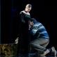 """Jevgenija Gladij (Nastasja Filipovna), Valentinas Krulikovskis (Myškinas) ir Viačeslavas Lukjanovas (Gania) spektaklyje """"Idiotas"""". L. Vansevičienės nuotr."""