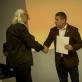 Aleksandras Ostašenkovas atsiima apdovanojimą už nuotraukų seriją