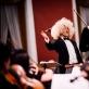 Modestas Barkauskas diriguoja gruzinų kompozitoriaus V. Kakhidzės kūrinį. R. Šeškaičio nuotr.