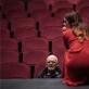 """Eimuntas Nekrošius repetuoja spektaklį """"Kalės vaikai"""" (2018). D. Matvejevo nuotrauka iš parodos """"Nekrošiaus teatras: abipus uždangos"""""""