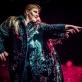 """Kamilė Petruškevičiūtė ir Fausta Semionovaitė spektaklyje """"Juodi bateliai"""". D. Putino nuotr."""