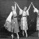 """Ramutė Janavičiutė, Tamara Sventickaitė ir Natalija Makarova-Sodeikienė balete """"Audronė"""". Aliodijos Ruzgaitės archyvo nuotr."""