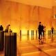 Architekto Martyno Valevičiaus sukurtos Lietuvos paviljono erdvės. Dėl monochrominio apšvietimo lankytojai galėjo pasijusti lyg gintaro inkliuze. 2012 m. R. Makauskienės nuotr.