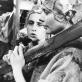 """Violeta Podolskaitė ir Ina Kartašova spektaklyje """" Pajūrio kurortas"""" (VJT, 1985). S. Kairio nuotr. (publikuojama pirmąsyk)"""