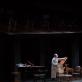 """Aleksejus Guskovas ir Genadijus Chazanovas spektaklyje """"Lemtinga nata"""". M. Siruso nuotr."""
