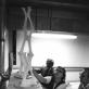 Menas ir mokslas. Aleksandra Kašuba prie savo modelio Filadelfijos tekstilės ir mokslo koledže, 1977 m. Menininkės skaitmeninis archyvas