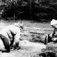Archeologė R. Rimantienė Margiuose prie atkasamo židinio (Asm. archyvo nuotr.)