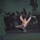 """Choreografas Vytautas Grivickas (1925–1990). Juliaus Juzeliūno baleto """"Ant marių kranto"""" fragmentai. 1953. Jonio šokis su irklu. Šoka LNOBT baleto artistas Arnas Kunavičius. Choreografiją atkūrė Vytautas Brazdylis. Martyno Aleksos nuotrauka"""