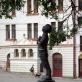 Romain Gary (1914–1980). Skulptorius – Romualdas Kvintas, architektas – Alvydas Songaila. 2007 m. A. Narušytės nuotr.